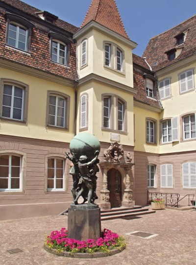 Cour du musée Bartholdi - Les Grands Soutiens du Monde